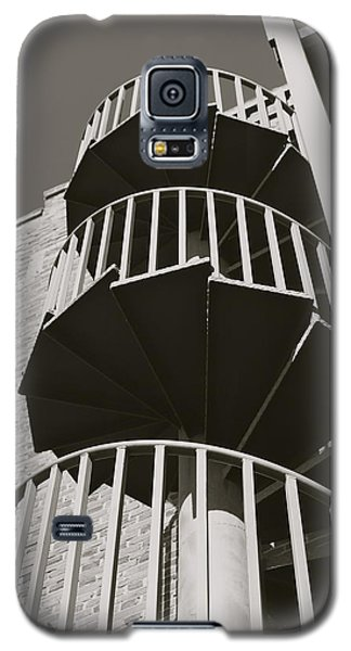 Galaxy S5 Case featuring the photograph Round And Round by Roseann Errigo