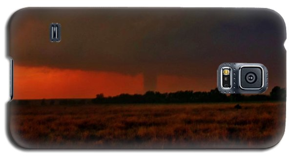 Galaxy S5 Case featuring the photograph Rozel Tornado On The Horizon by Ed Sweeney