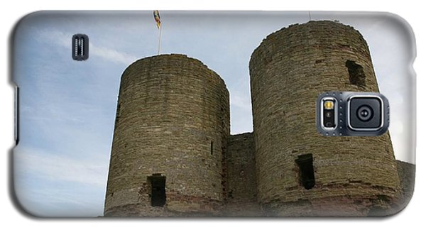 Galaxy S5 Case featuring the photograph Ruddlan Castle by Christopher Rowlands