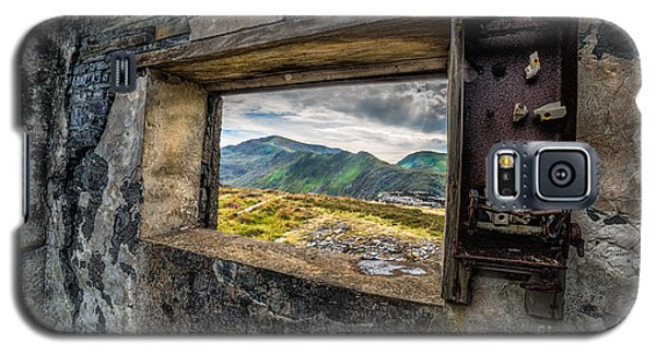 Ruin With A View  Galaxy S5 Case by Adrian Evans