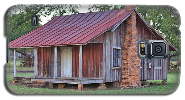 Galaxy S5 Case featuring the photograph Rural Georgia Cabin by Gordon Elwell