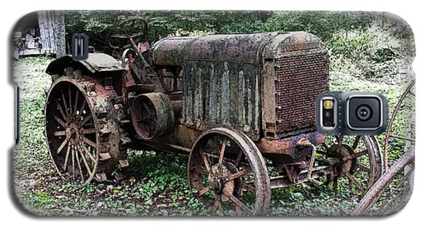 Rusted Mc Cormick-deering Tractor And Shed Galaxy S5 Case