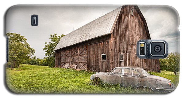 Rustic Art - Old Car And Barn Galaxy S5 Case