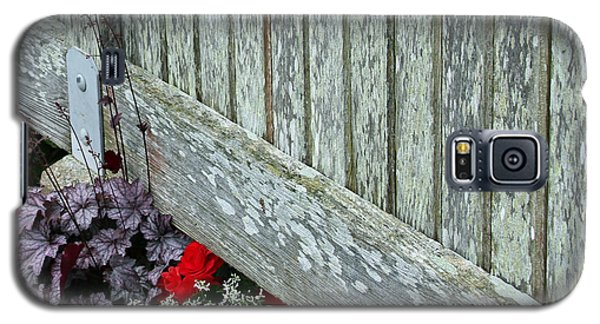 Rustic Fence And Flowers Galaxy S5 Case