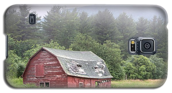 Rustic Landscape - Red Barn - Old Barn And Mountains Galaxy S5 Case