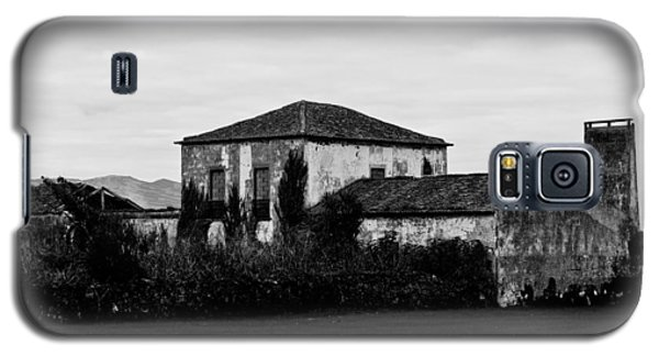 Rustic Outbuildings In A Field  Galaxy S5 Case