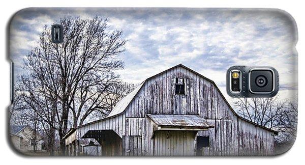 Rustic White Barn Galaxy S5 Case by Cricket Hackmann