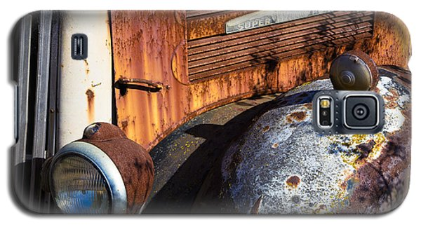 Rusty Truck Detail Galaxy S5 Case by Garry Gay