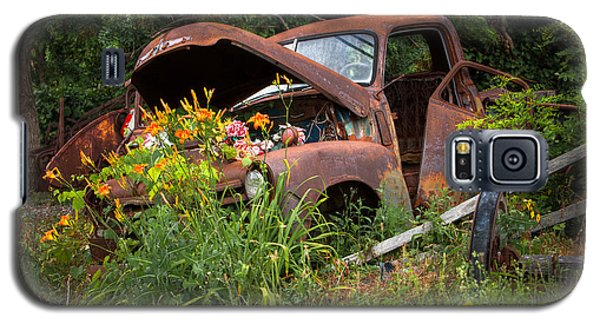Galaxy S5 Case featuring the photograph Rusty Truck Flower Bed - Charming Rustic Country by Gary Heller