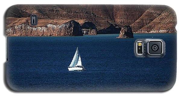 Galaxy S5 Case featuring the photograph Sailing At Roosevelt Lake On The Blue Water by Tom Janca
