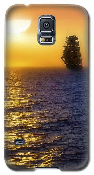Sailing Out Of The Fog At Sunrise Galaxy S5 Case