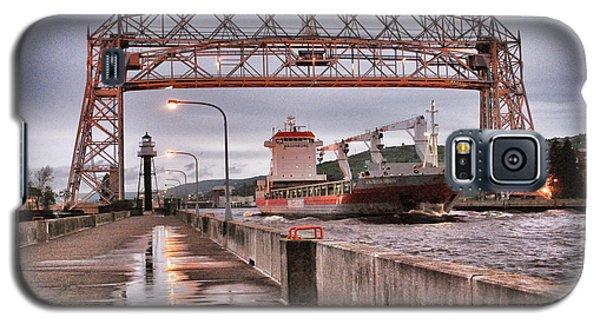 Sailing Through The Duluth Aerial Lift Bridge Galaxy S5 Case by Mark David Zahn