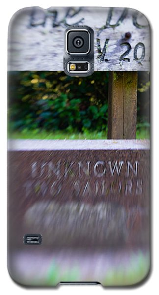 Galaxy S5 Case featuring the photograph Sailor's Memorial by Erin Kohlenberg