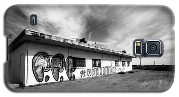 Galaxy S5 Case featuring the photograph Salton Sea Cafe by Robert  Aycock