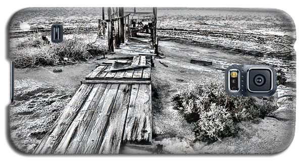 Salton Sea Dock Under Renovation By Diana Sainz Galaxy S5 Case