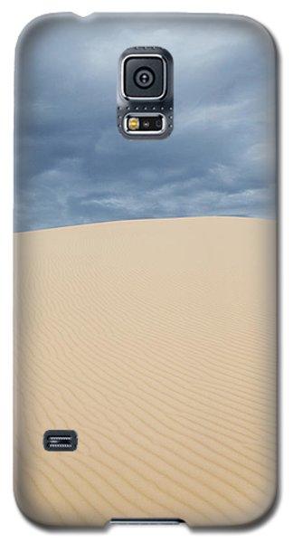 Sand Dunes And Dark Clouds Galaxy S5 Case