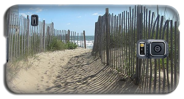 Sand Fence At Southern Shores  Galaxy S5 Case by Cathy Lindsey