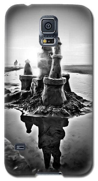 Sandcastle In Black And White Galaxy S5 Case