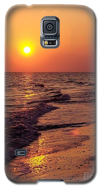 Galaxy S5 Case featuring the photograph Sanibel Sunset by D Hackett