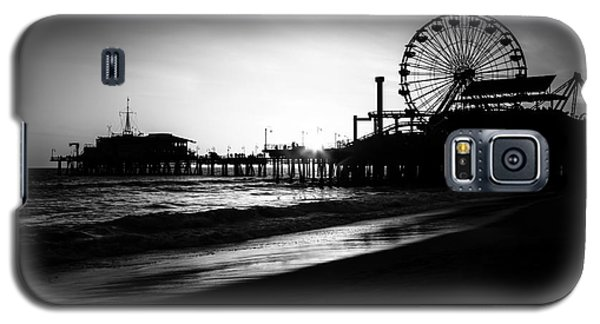 Santa Monica Pier In Black And White Galaxy S5 Case by Paul Velgos