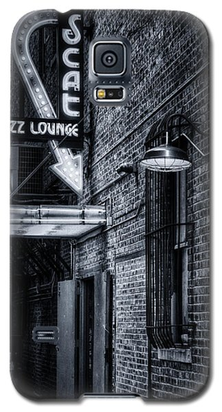 Scat Lounge In Cool Black And White Galaxy S5 Case by Joan Carroll