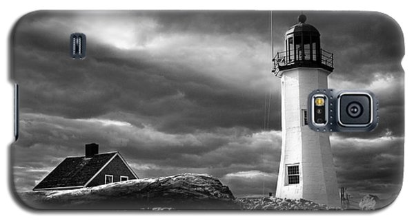 Galaxy S5 Case featuring the photograph Scituate Lighthouse Under A Stormy Sky by Jeff Folger