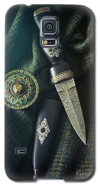 Scottish Dirk And Celtic Pin Brooch On Plaid Galaxy S5 Case
