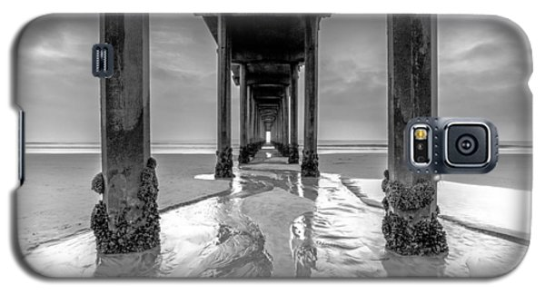 Galaxy S5 Case featuring the photograph Scripps Pier Black And White by Robert  Aycock