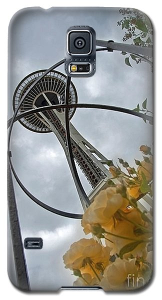 Galaxy S5 Case featuring the photograph Seattle Spaceneedle With Watercolor Effect Yellow Roses by Valerie Garner