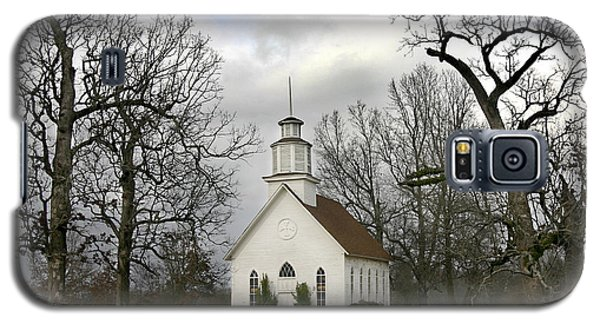 Selma United Methodist Church In Winter Galaxy S5 Case by Robert Camp