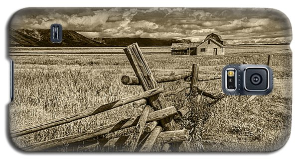 Sepia Colored Photo Of A Wood Fence By The John Moulton Farm Galaxy S5 Case by Randall Nyhof