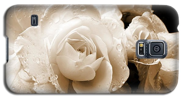 Sepia Roses With Rain Drops Galaxy S5 Case