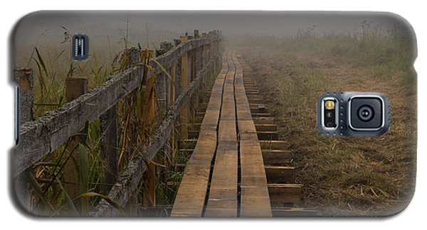 September Mist Hdr - Foggy Day Over Walk Way Galaxy S5 Case by Leif Sohlman