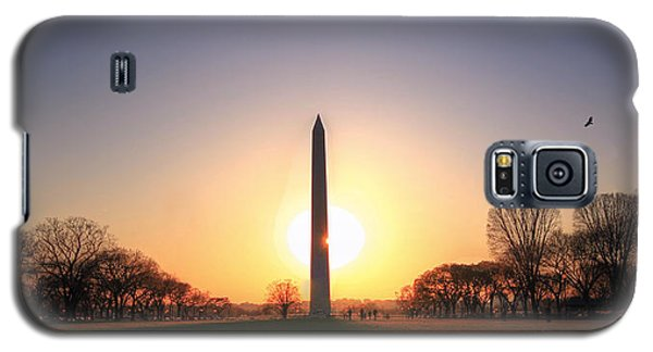 Setting Sun On Washington Monument Galaxy S5 Case by Shelley Neff