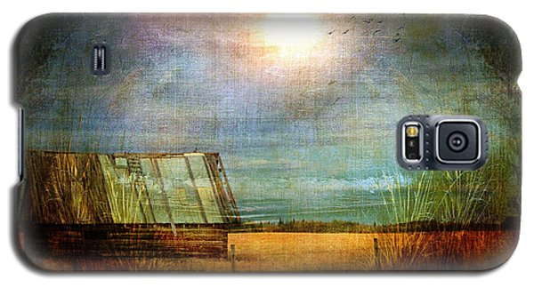 Galaxy S5 Case featuring the photograph Shack On The Prairie Corner  by Sandra Foster