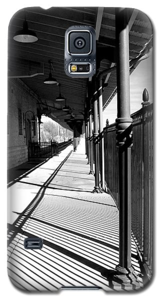 Shadows At The Station Galaxy S5 Case