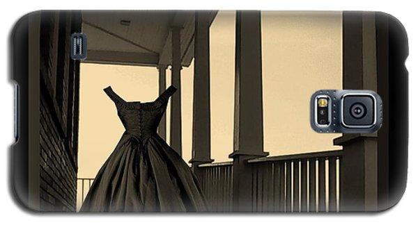 She Walks The Halls Galaxy S5 Case