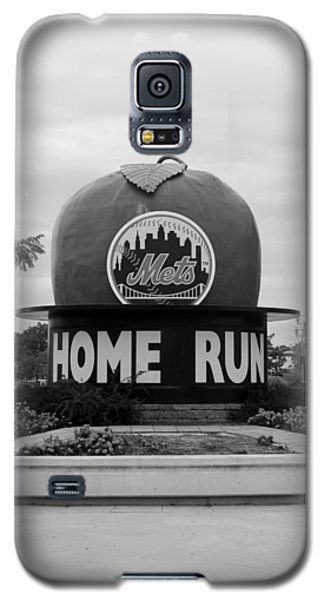 Shea Stadium Home Run Apple In Black And White Galaxy S5 Case