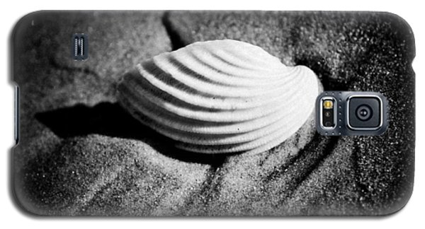 Shell On Sand Black And White Photo Galaxy S5 Case