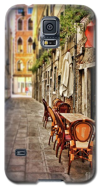 Sidewalk Cafe In Venice Galaxy S5 Case by Sylvia Cook