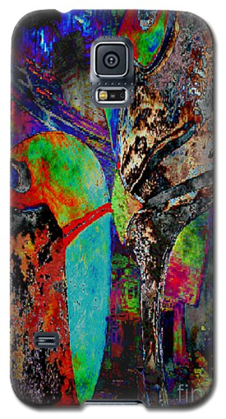 Galaxy S5 Case featuring the digital art Sie Versucht Ihn Zu Kuessen - She Tries To Kiss Him by Mojo Mendiola