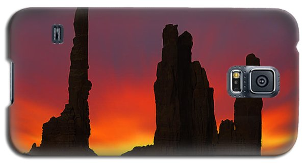 Silhouette Of Totem Pole After Sunset - Monument Valley Galaxy S5 Case