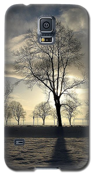 Silhouettes And A Long Winter Shadow  Galaxy S5 Case