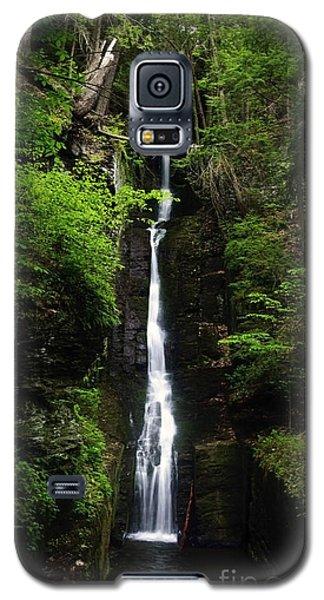 Galaxy S5 Case featuring the photograph Silverthread Falls by Debra Fedchin