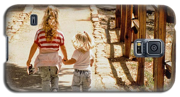 Galaxy S5 Case featuring the photograph Sisters by Richard Lynch