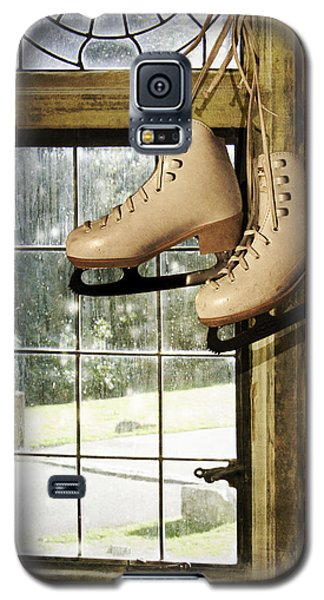 Skates At The Window Galaxy S5 Case