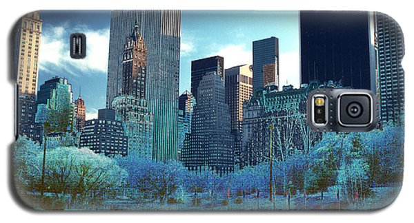 Galaxy S5 Case featuring the photograph Skating Fantasy Wollman Rink New York City by Tom Wurl