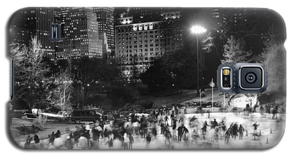 Galaxy S5 Case featuring the photograph New York City - Skating Rink - Monochrome by Dave Beckerman
