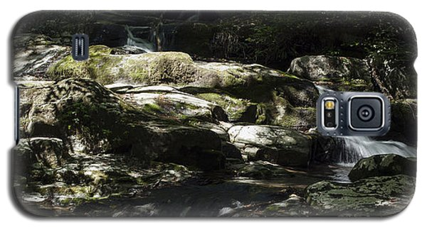 Galaxy S5 Case featuring the photograph Skyline Cascads 2 by David Lester