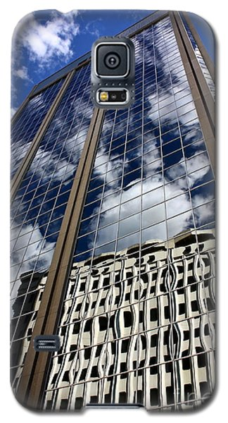 Galaxy S5 Case featuring the photograph Skyward by Linda Bianic